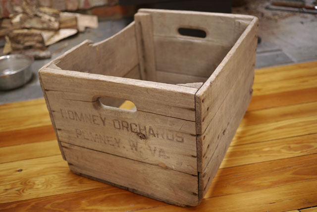 Antique primitive romney orchards west virginia wooden for Antique apple crates