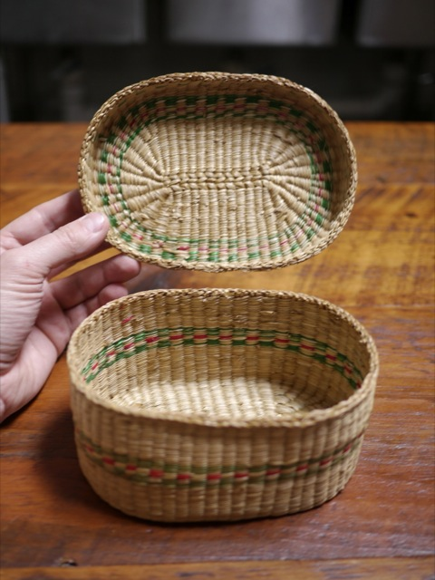 vintage small little woven sweet grass basket with lid jewelry trinket box 6 5. Black Bedroom Furniture Sets. Home Design Ideas